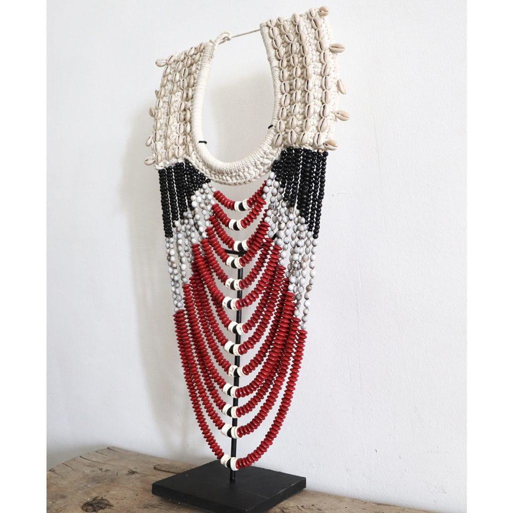 collier papou en coquillages et perles rouges